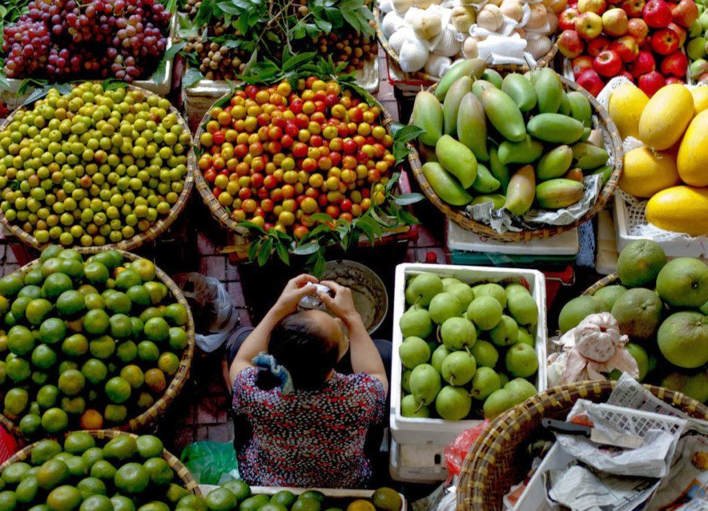 bán rau ngoài chợ