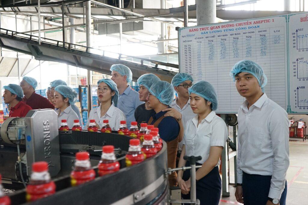 Cơ sở đóng nắp chai lớn cần 1 dây chuyền sản xuất